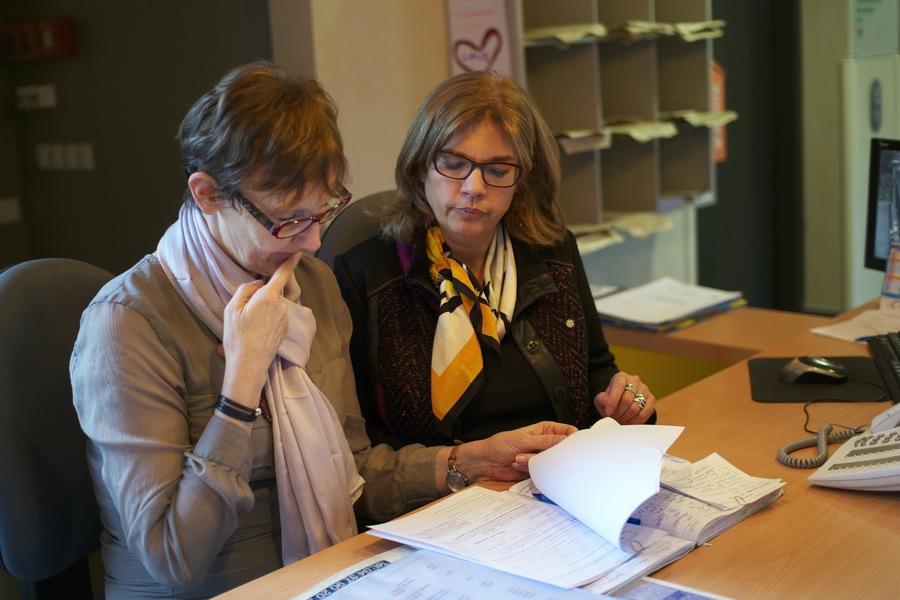 Noëlle Bonneteau, médecin coordonnateur de l'Ehpad, et Annie Buisson-Debon, la directrice, se doivent d'étudier scrupuleusement chaque dossier d'admission. Depuis le lancement de l'expérimentation, 39 personnes ont été admises