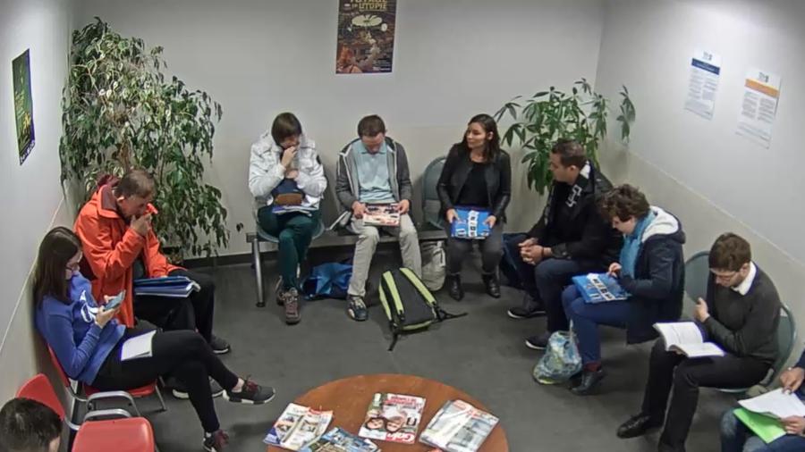 Une salle d'attente a été reproduite pour permettre aux personnes autistes de s'habituer à toutes les étapes des examens de santé.