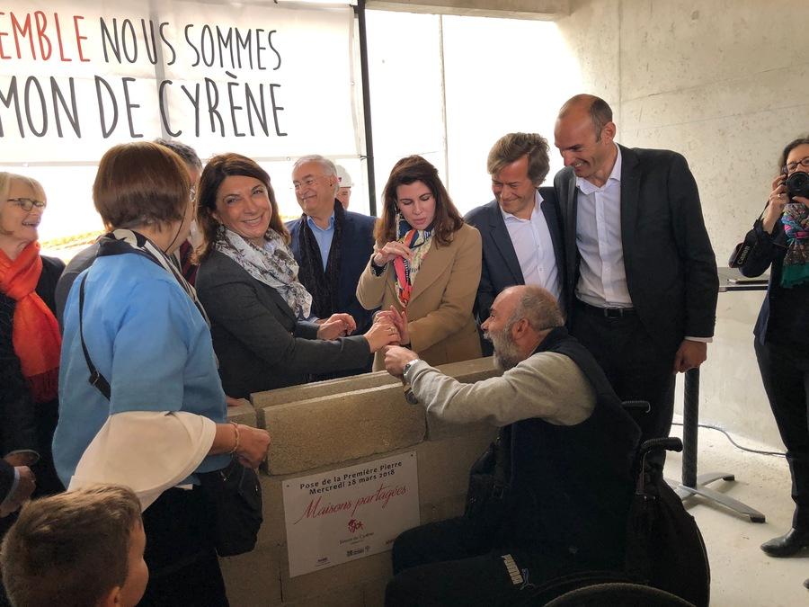 Pose de la première pierre avec la présidente du département des Bouches-du-Rhône Martine Vassal.