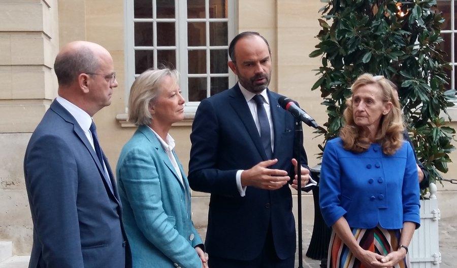 Autour du Premier ministre, Édouard Philippe, les ministres Jean-Michel Blanquer, Sophie Cluzel et Nicole Belloubet se sont adressés à la presse à l'issue du CIH.