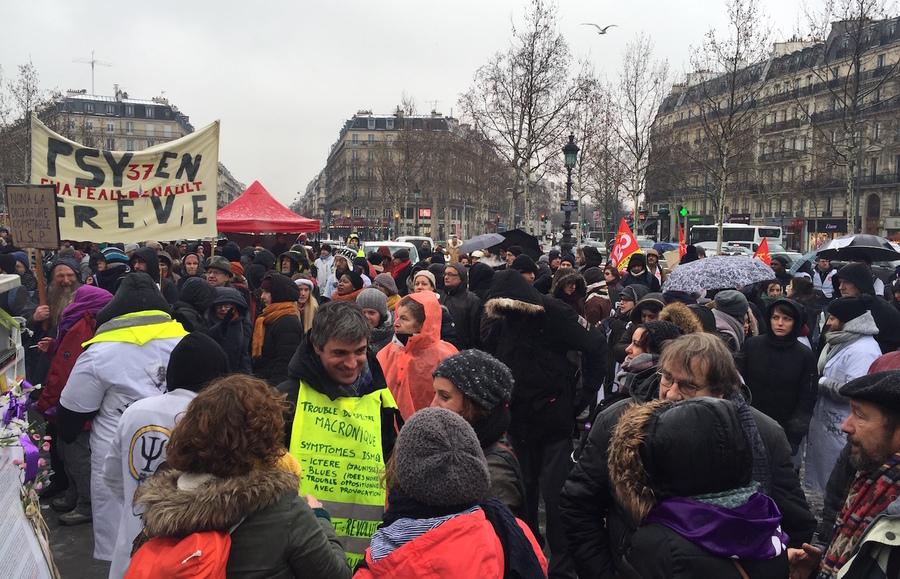 """La manifestation de """"défense de la psychiatrie"""" a débuté place de la République."""