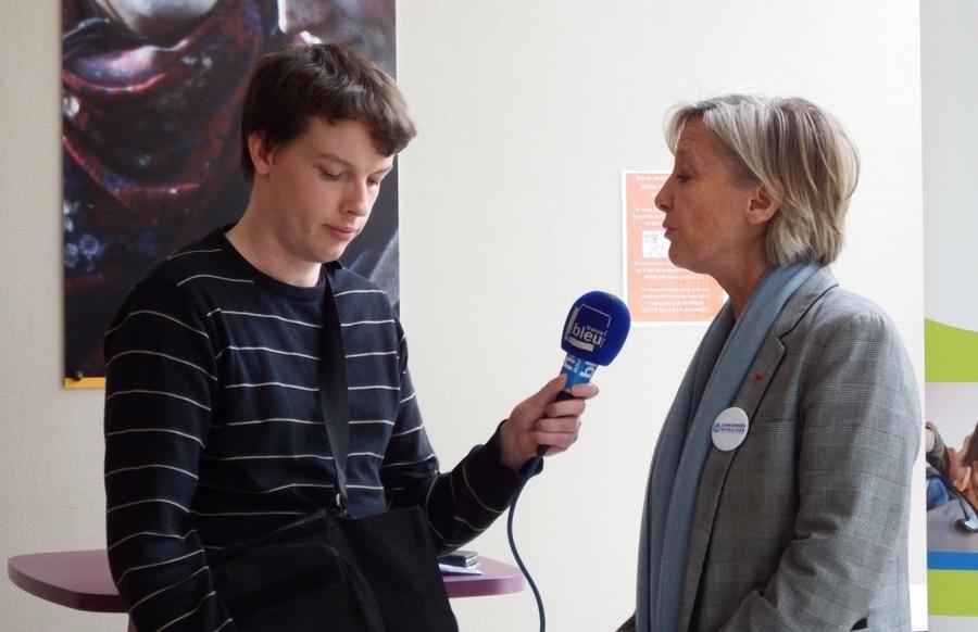 Louis Fiatte, autiste Asperger suivi par le dispositif Pass P'As en stage à France Bleu Nord, interroge Sophie Cluzel sur la stratégie autisme.