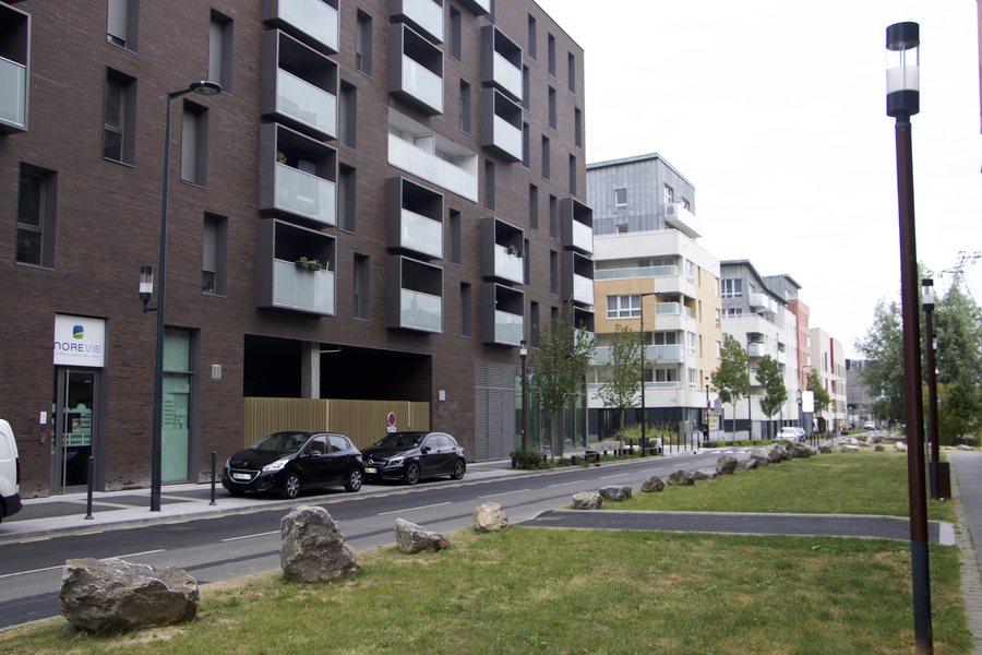 Les établissements médico-sociaux se mêlent aux logements dans une cohérence architecturale permettant de ne pas stigmatiser les lieux.