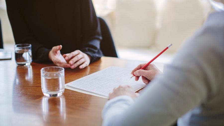 Depuis ce 1er janvier, les fonctionnaires ainsi que les agents et autres praticiens contractuels en CDI peuvent demander une rupture conventionnelle.