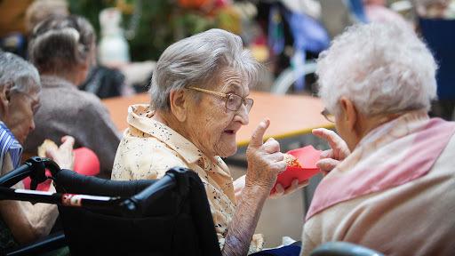 Après des années d'espoirs déçus, les fédérations du secteur des personnes âgées ont enfin la promesse d'un 5e risque. Englobant le champ du handicap, la réforme fait espérer une convergence des politiques. (Amélie Benoist/BSIP)