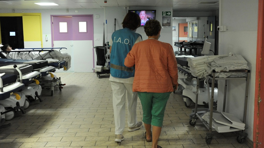 En France, l'infirmier d'accueil et d'orientation (IAO) n'est pas autorisé à réorienter les patients sans avis médical. Ceci au contraire du Québec, d'où vient la solution en passe d'être expérimentée à Nancy. (Pascal Bachelet/BSIP)