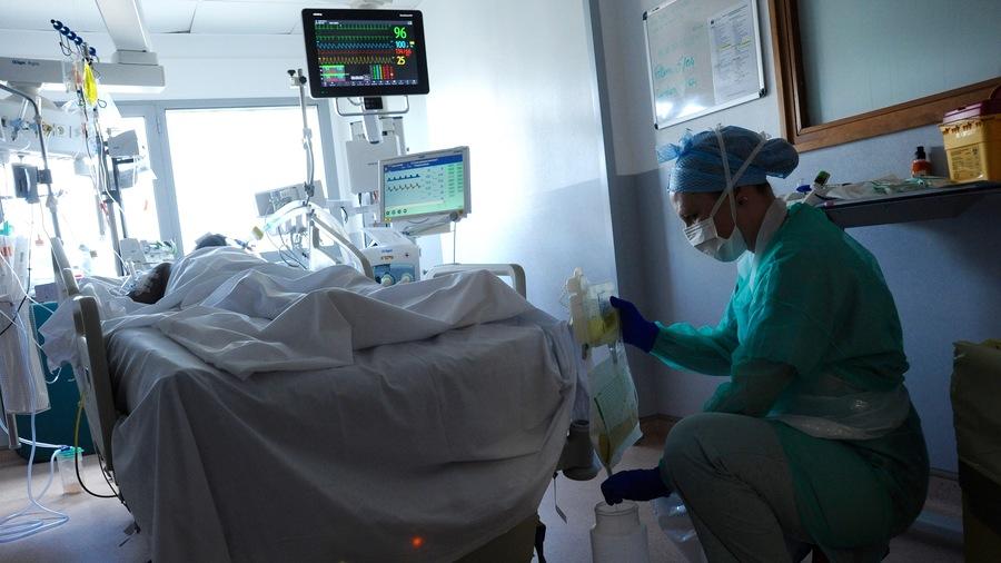 """Le DrPhilippe Juvin réclame des milliers de lits de réanimation(avec respirateur et autre matériel technique) """"vides mais prêts à servir au cas où"""" sur l'ensemble du territoire dans des sites éloignés des zones denses.(Pascal Bachelet/BSIP)"""