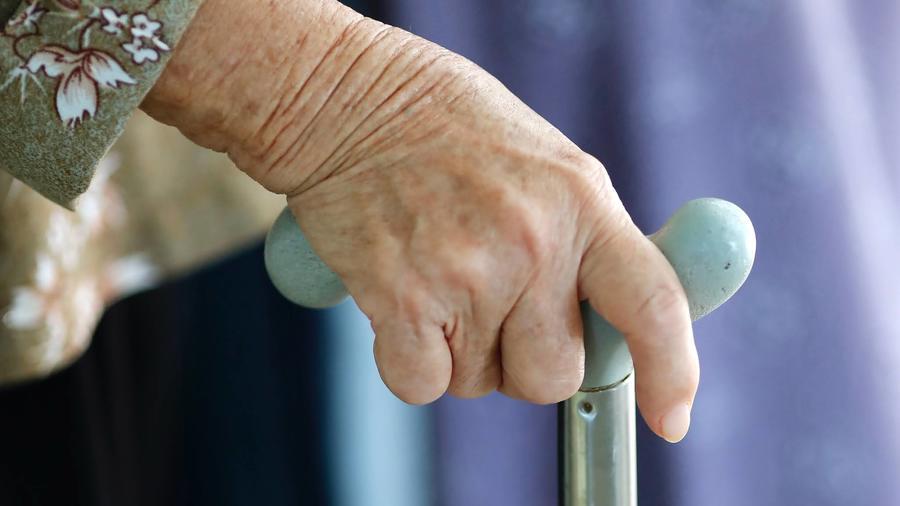 Parmi les pistes explorées par le rapport Laurent Vachey, la fin d'une série d'exonérations fiscales impactera directement les plus âgés. (Godong/BSIP)