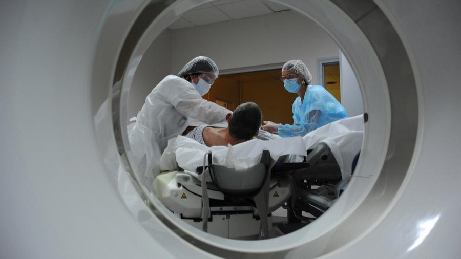L'expérimentation poursuit une série d'objectifs, dont celui d'éviter des redondances d'examens radiologiques pour les patients relevant des activités de médecine hospitalière. (Pascal Bachelet/BSIP)