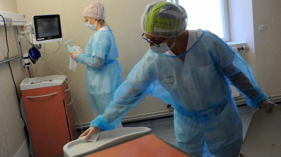 """Selon la DGOS, la prime Covid-19 a été versée à 91% des personnels non médicaux de la fonction publique hospitalière. Elle a en outre été """"largement diffusée à son taux maximal"""" de 1500€, accordé à 65% des agents concernés.(Pascal Bachelet/BSIP)"""