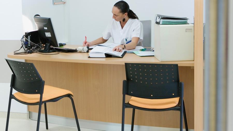 La question des renforts dans les établissements médico-sociaux reste sensible (B. Boissonnet/BSIP)