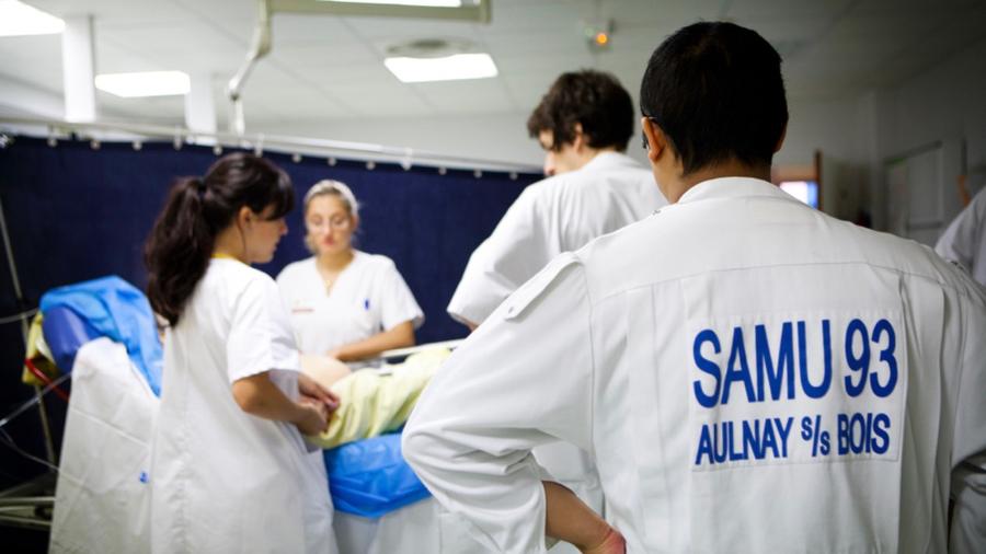 La stratégie pour les urgences est d'accueillir dans les services hospitaliers en dernier recours grâce à une coopération accrue avec la ville et l'HAD. (Amélie Benoist/BSIP)