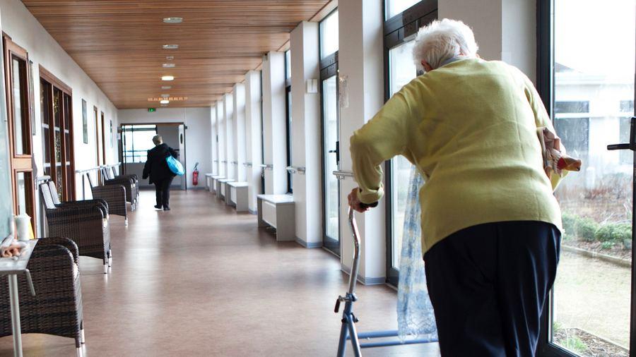 Une campagne de dépistage systématique hebdomadaire des professionnels par tests antigéniques est envisagée pour mieux protéger les résidents d'Ehpad. (Amélie Benoist/BSIP)