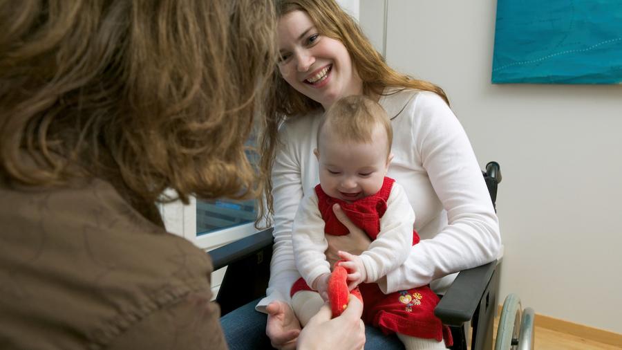 """La PCH parentalité sera reconnue """"individuellement et forfaitairement au parent bénéficiaire"""". (Image Source/BSIP)"""