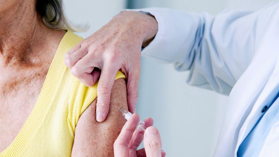 La HAS donne la priorité aux Ehpad mais n'envisage pas à ce stade de rendre la vaccination obligatoire. (Boissonnet/BSIP)