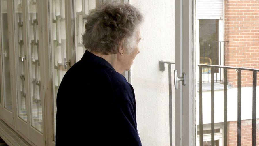 74% des soignants ont reconnu avoir peur de contaminer les résidents pendant la première vague de l'épidémie. (Houin/BSIP)