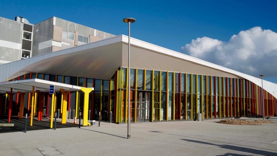 Une cinquantaine de personnels travaillent au sein du nouveau centre de chirurgie ambulatoire du CHU de Brest, dont 28par redéploiement du bloc central et le reste par créations de postes.(CHU Brest/D. Leroux)