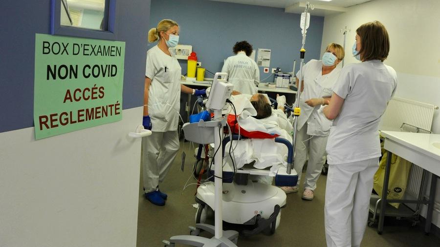La revalorisation des grilles de rémunération s'ajoutera à l'augmentation pérenne de 183€ accordée l'an dernier entre autres via le complément de traitement indiciaire dans les hôpitaux et Ehpad de la fonction publique hospitalière.(Pascal Bachelet/BSIP)