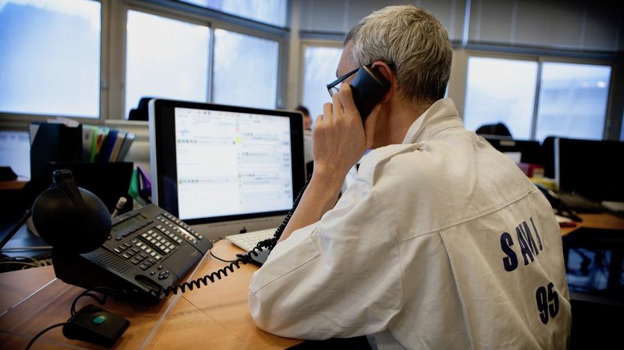 """Le blocage technique a affecté le réseau téléphonique d'Orange, vers lequel convergent tous les numéros d'urgence des autres opérateurs. La cause """"racine"""" serait une défaillance logicielle au niveau de plusieurs équipements critiques. Aucun signe de cyberattaque n'a été identifié.(Amélie Benoist/BSIP)"""