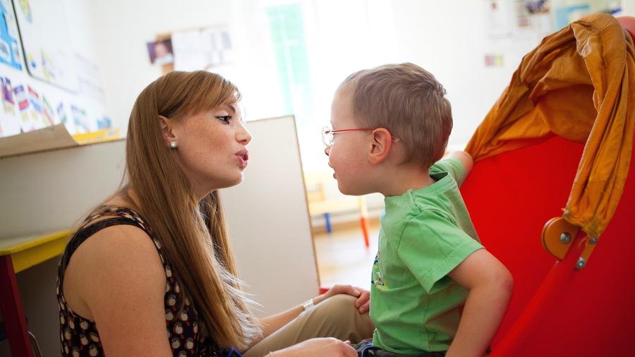 La formation des professionnels du handicap est cruciale pour la qualité des accompagnements. (Amélie Benoist/BSIP)