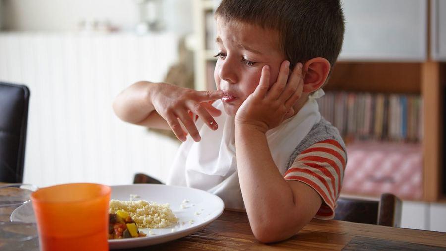 Le moment du repas peut être vécu comme une épreuve par les enfants autistes et ceux qui les accompagnent. (Theobald/BSIP)