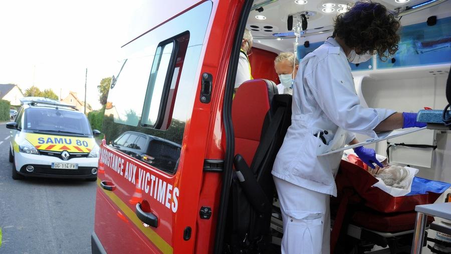 Sur l'expérimentation du numéro unique d'appel d'urgence et la gestion des carences ambulancières, les parlementaires ont finalement rédigé un texte de compromis entre pro-urgentistes et pro-pompiers: le préavis de grève illimitée dans les Samu et urgences a du coup été levé.(Pascal Bachelet/BSIP)